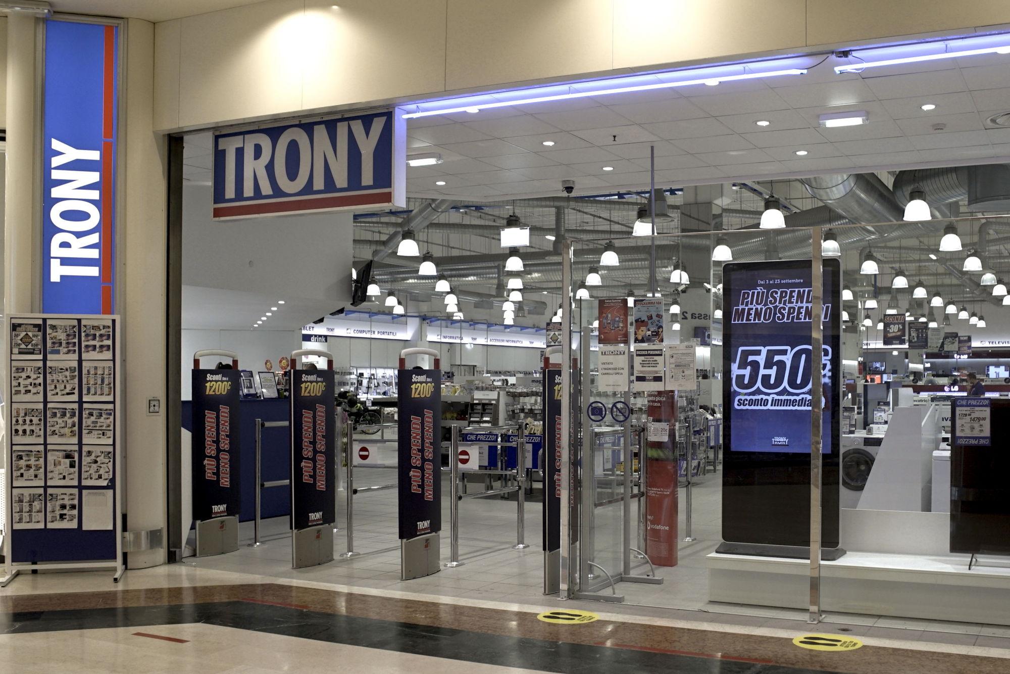 centro-costaverde-trony-centro-commerciale-Montenero-di