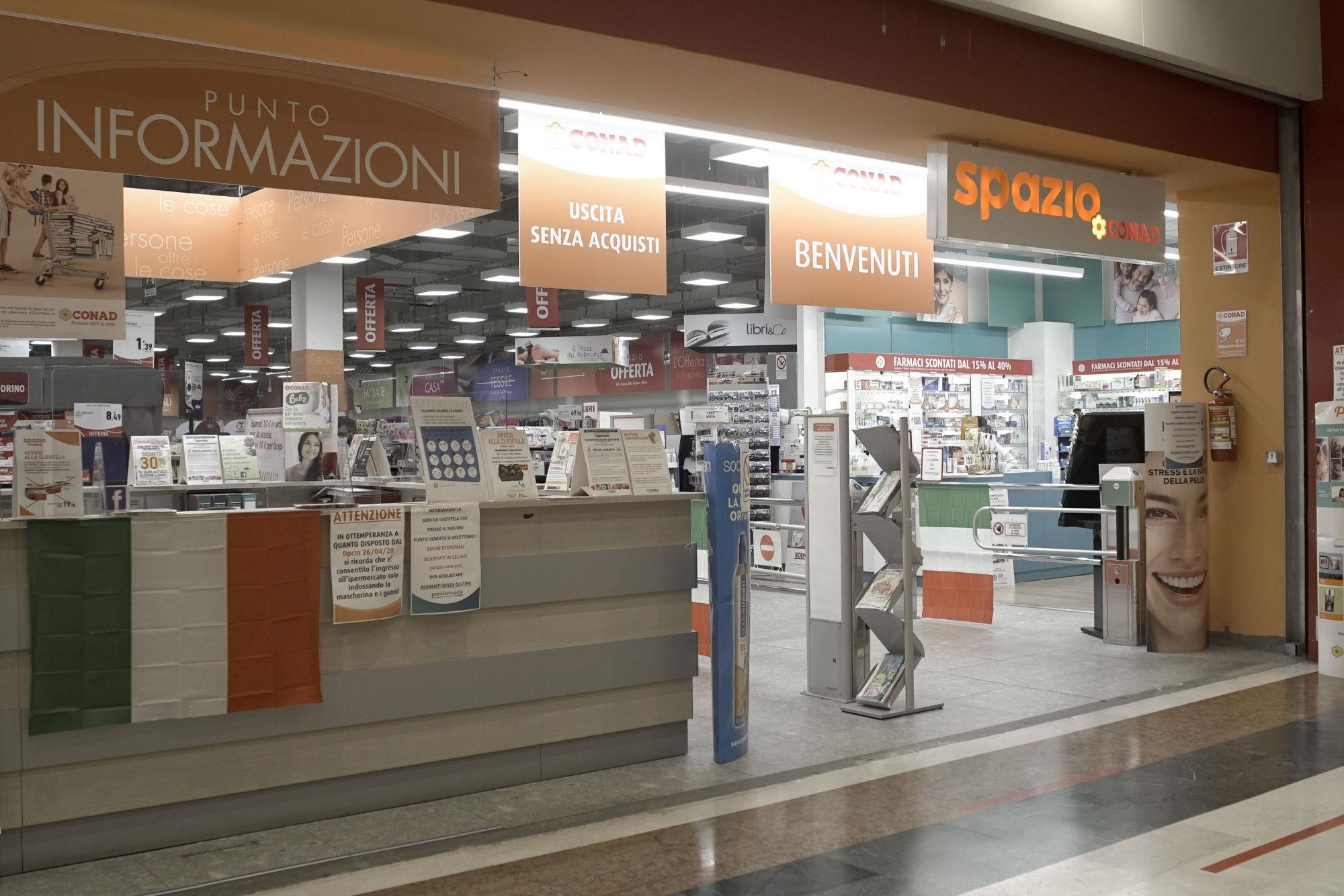 centro-costaverde-conad-centro-commerciale-Montenero-di